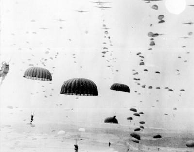Spojenecký výsadek nad Nizozemskem. Foto: Flicr