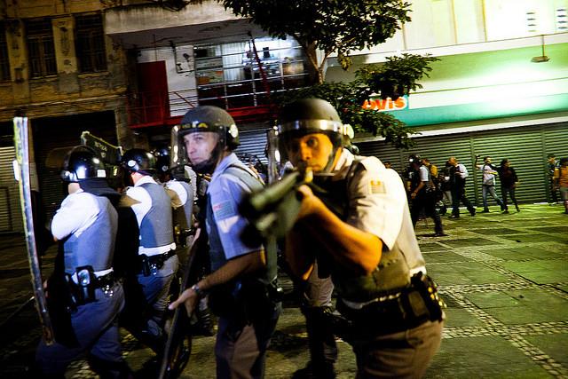 Násilí, korupce a ekonomický propad. Takovým výzvám čelí brazilská vláda před LOH 2016
