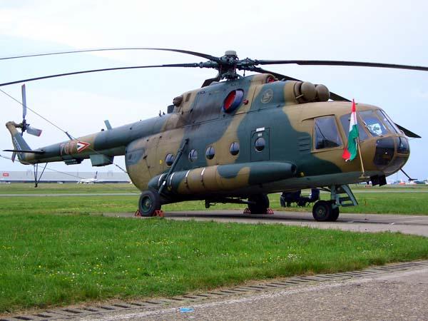 EJERCITO HUNGARO HungarianMi-17-2006_Wikimedia_Commons_mensi