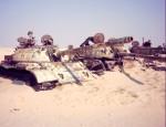 """Irácké tanky T-55 na hřbitově vojenské techniky v severním Kuvajtu, které vzniklo po první válce v Perském zálivu v roce 1991   Iraqi tanks T-55 in """"Boneyard"""" in Northern Kuwait. This boneyard arose after first Gulf war in 1991. Photo by Dušan Rovenský, 2002"""