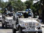 Vojáci OSN s rouškami, které jim pomáhají překonat pach tlejících mrtvol, vyjíždějí do ulic Port-au-Prince | UN troops with mask which suppose to help them to overcome the smell of decaying corpses in Port-au-Prince; Photo by Pavel Novotný, MF Dnes